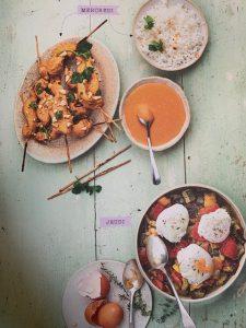 Batch cooking Brochettes de poulet sauce satay et Ratatouille et œufs pochés